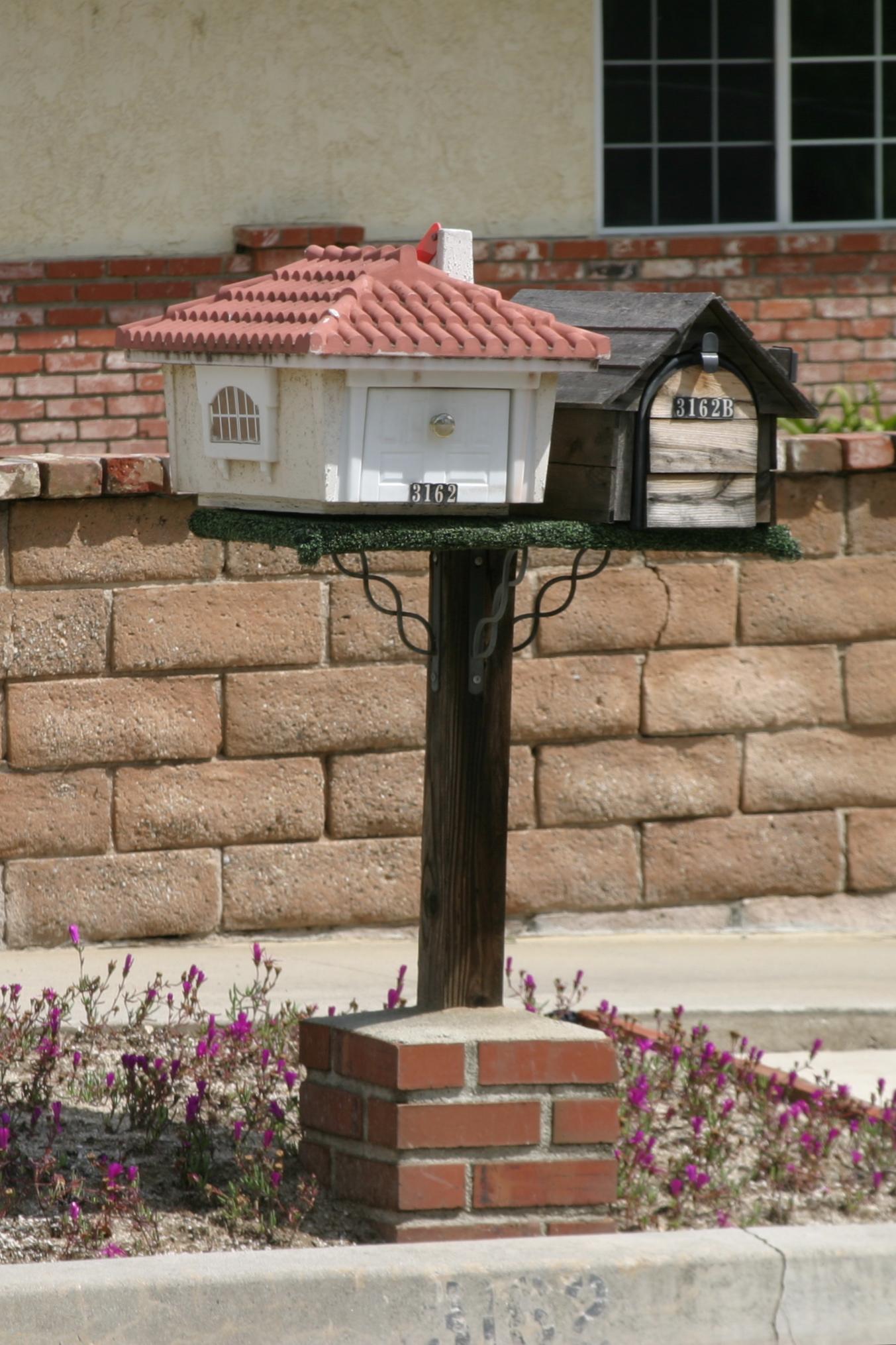 a guest house mirror mailbox